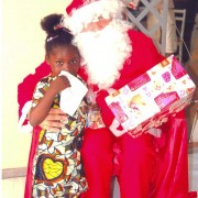 Distribution de cadeaux aux enfants des salariés de Faco   Construction